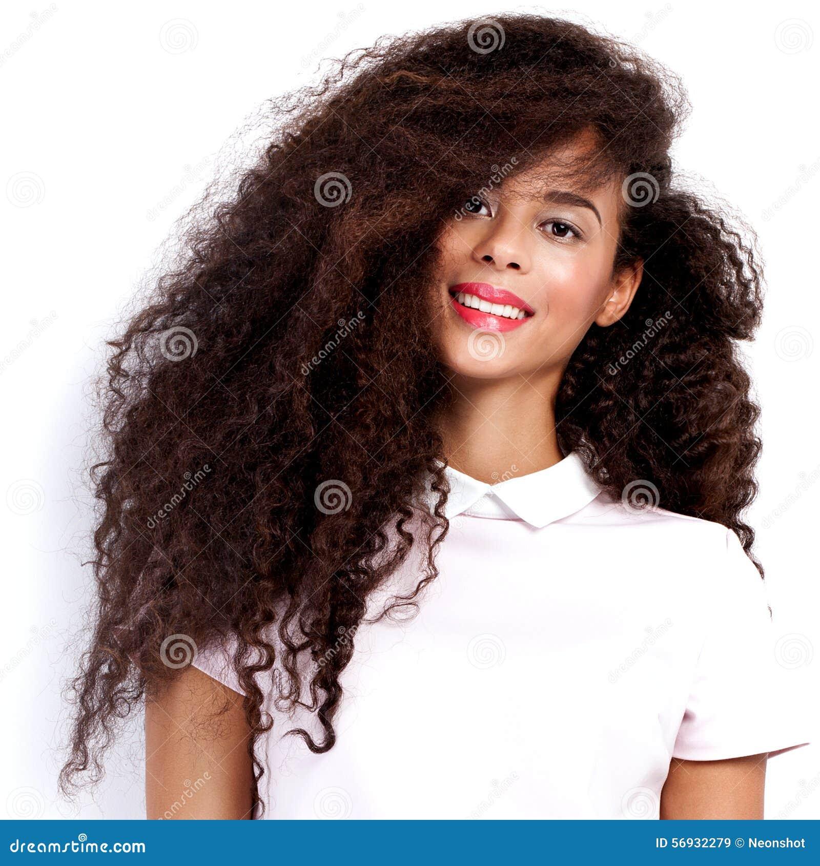 Härlig posera kvinna för afrikansk amerikan