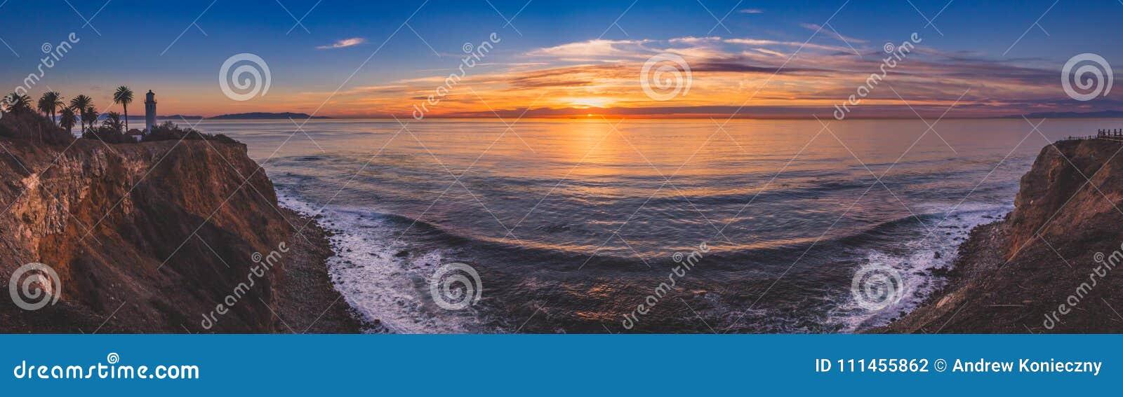 Härlig punkt Vicente Lighthouse på solnedgångpanorama