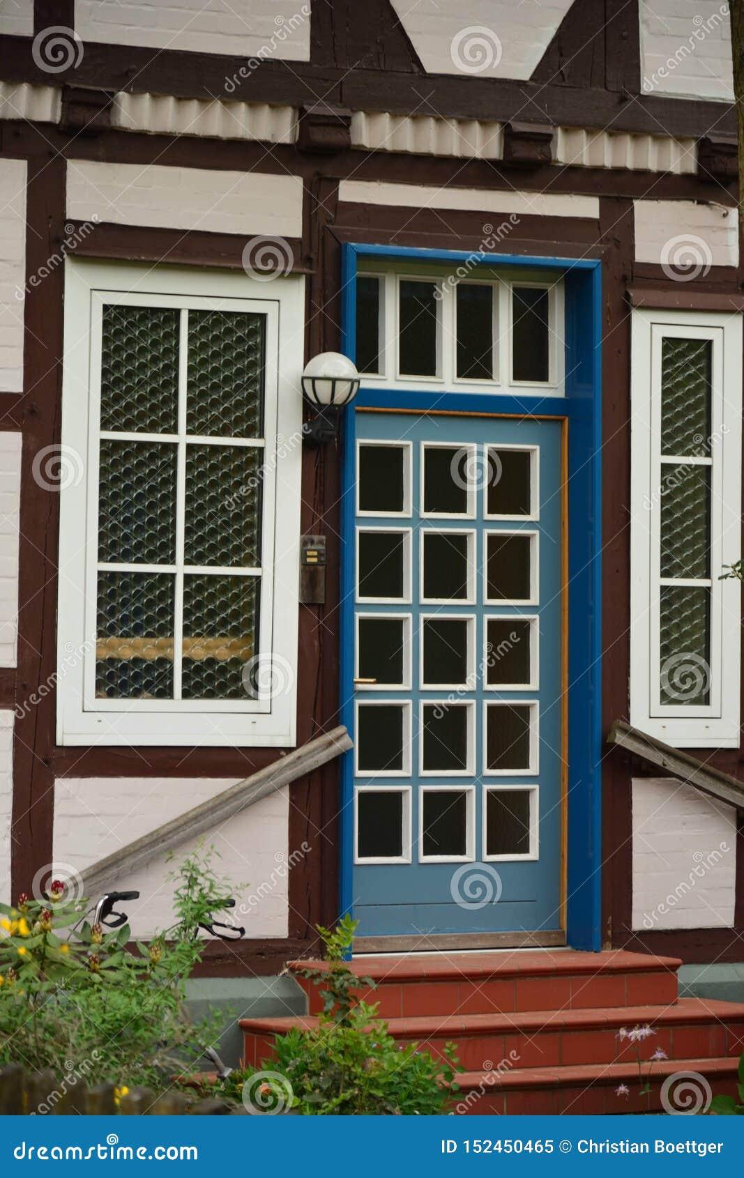 Härlig sikt av den historiska lilla staden i Tyskland Wienhausen