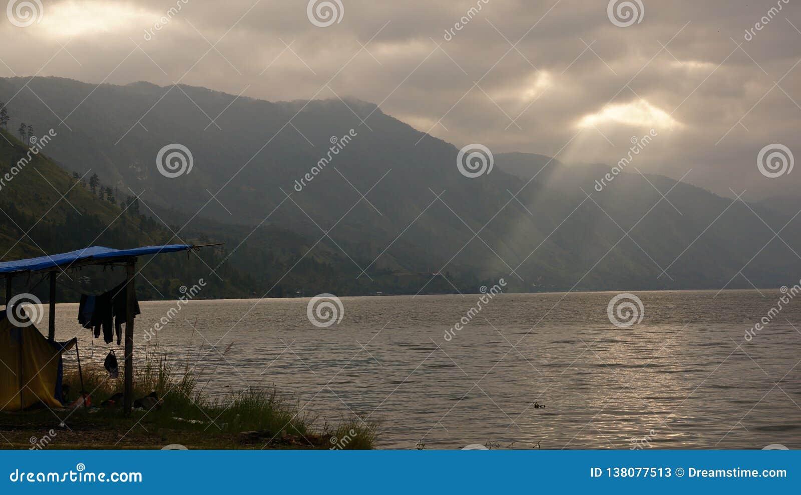 Härlig sjö Lut Tawar, Gayo Skotska högländerna, centralt Aceh område, Aceh