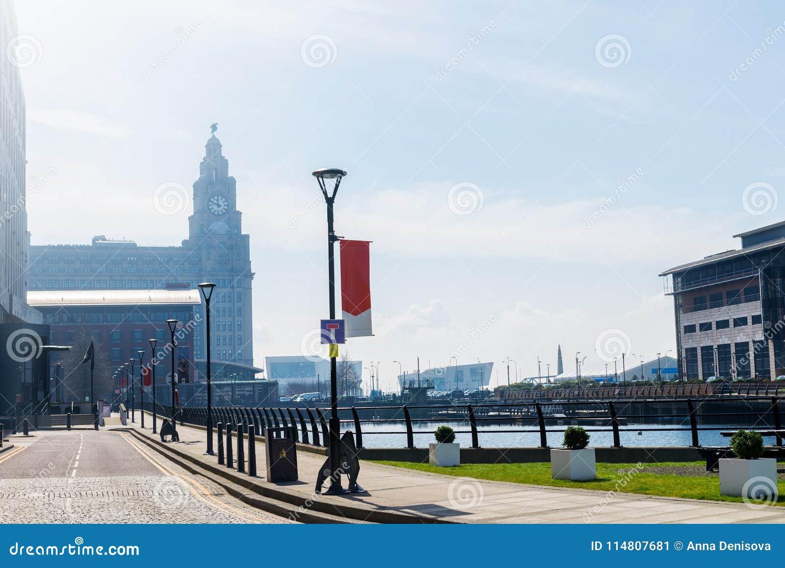 Härlig solig dag i Liverpool, UK, olika sikter av citen