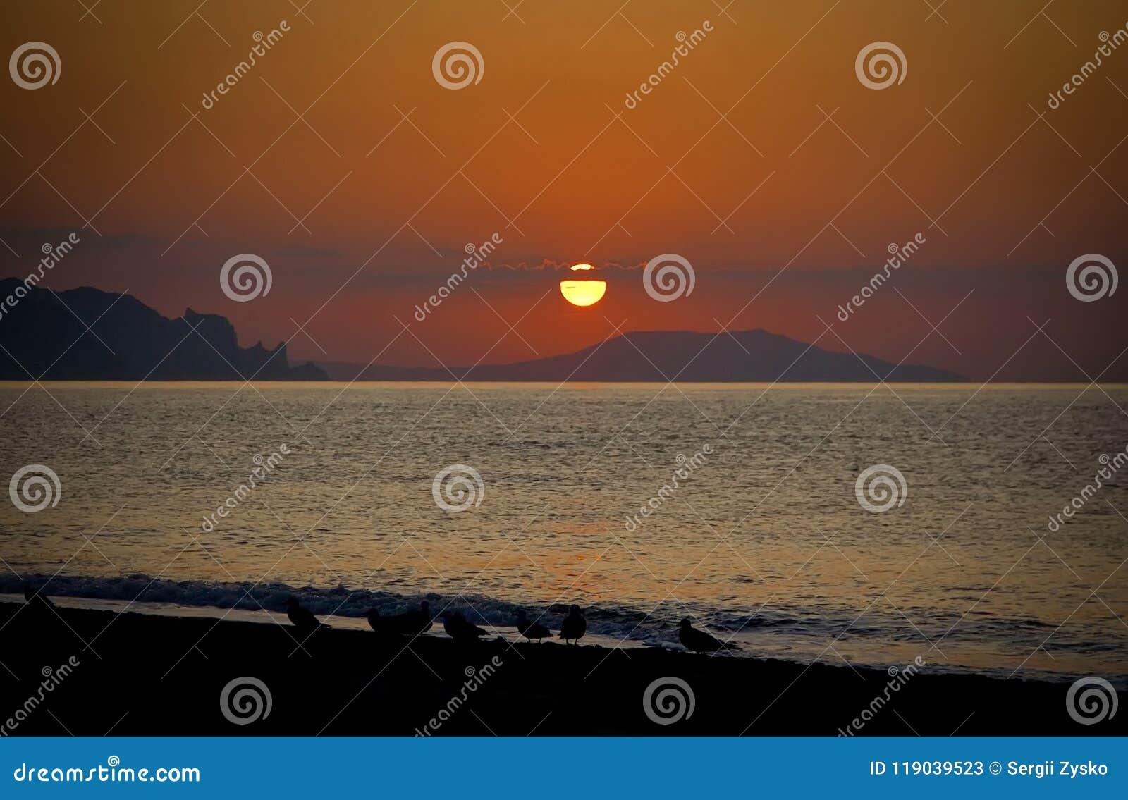 Härlig solnedgång över Blacket Sea crimea
