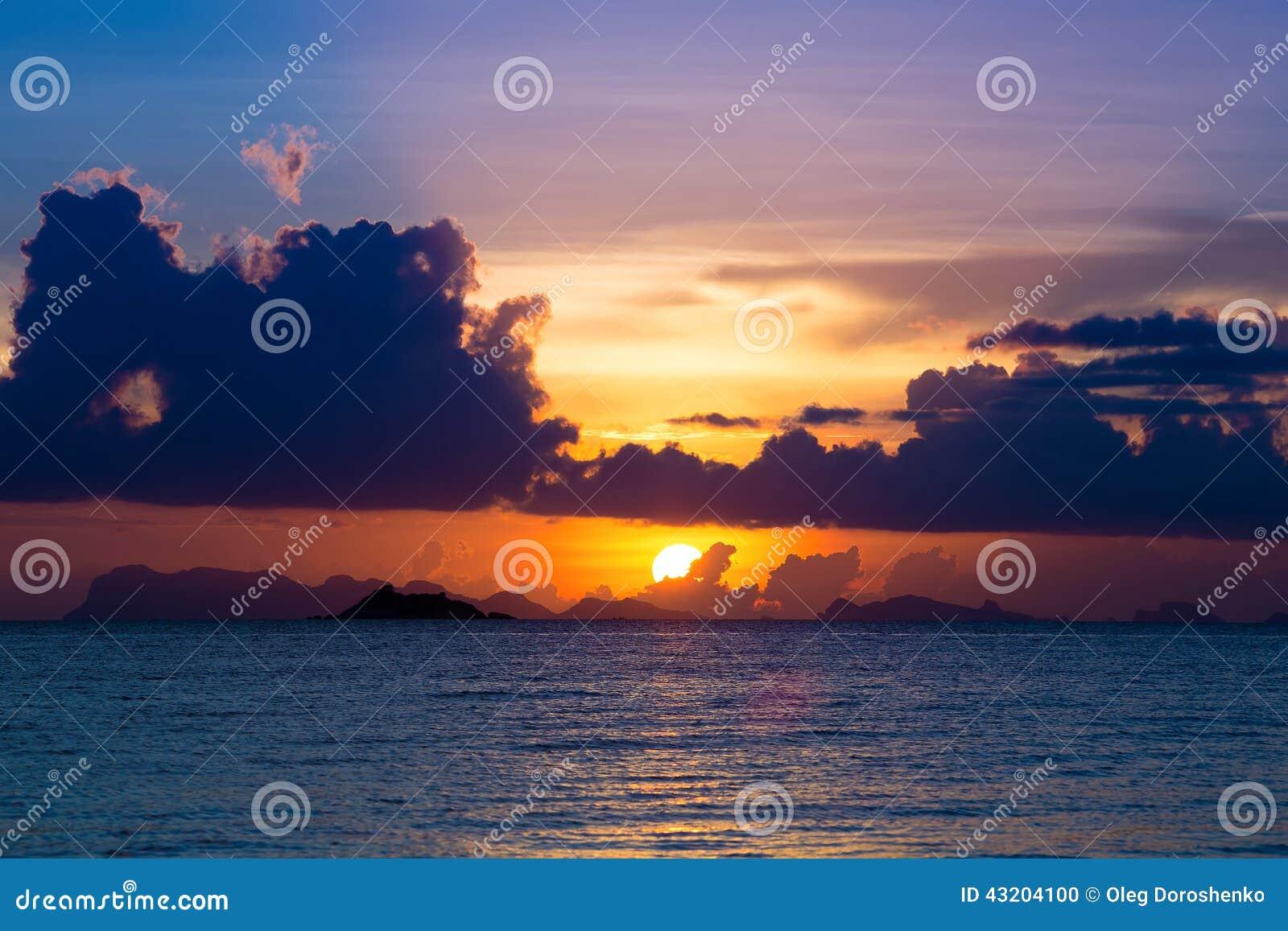 Download Härlig Solnedgång För Strand Arkivfoto - Bild av orange, solsken: 43204100
