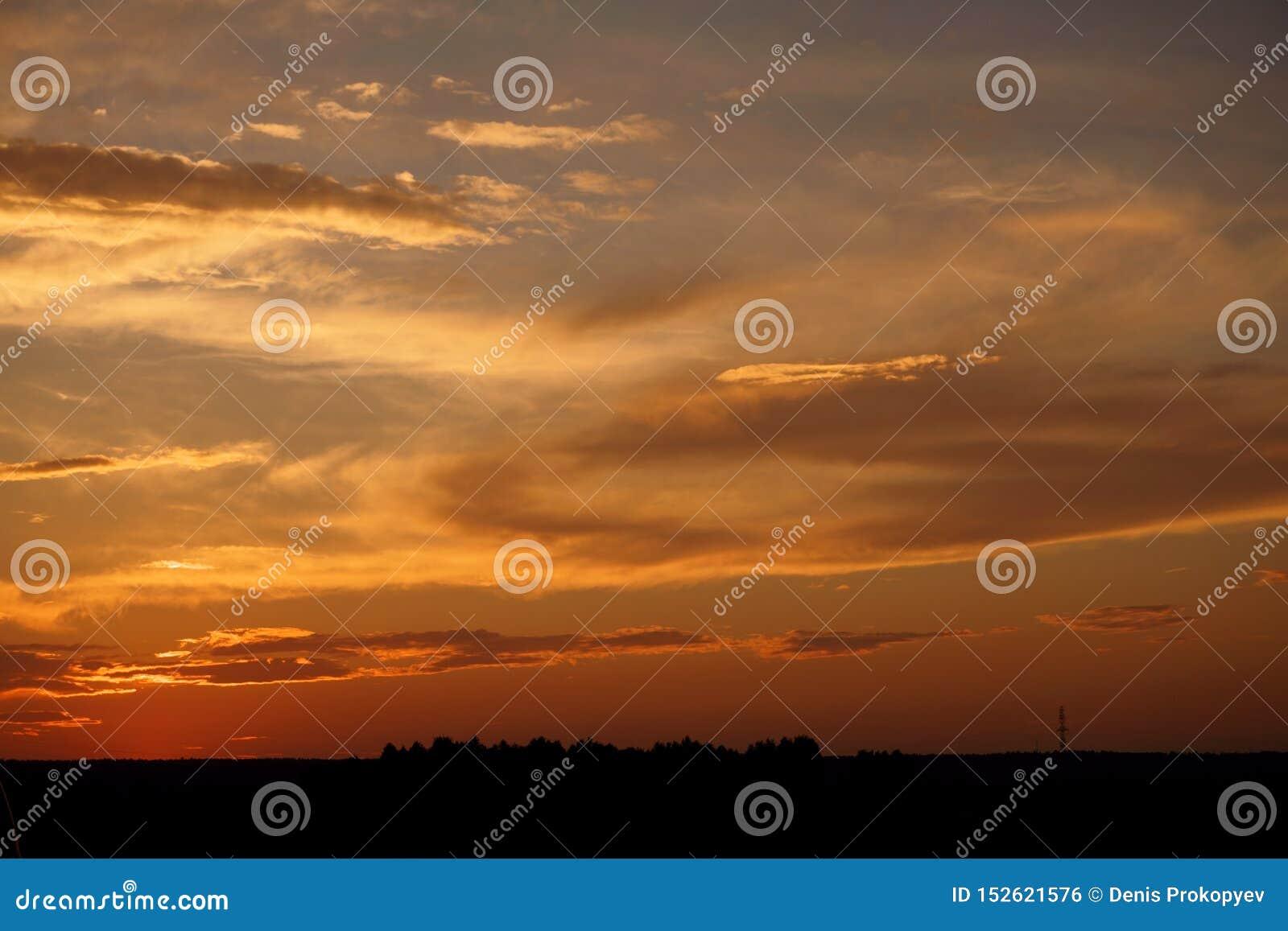 Härlig solnedgång på vägen till ingenstans