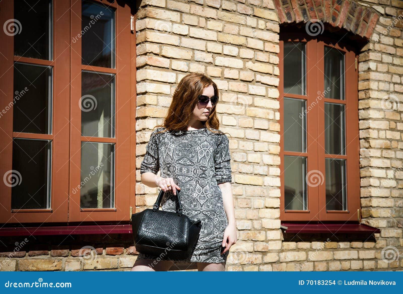 Härlig stående av en kvinna