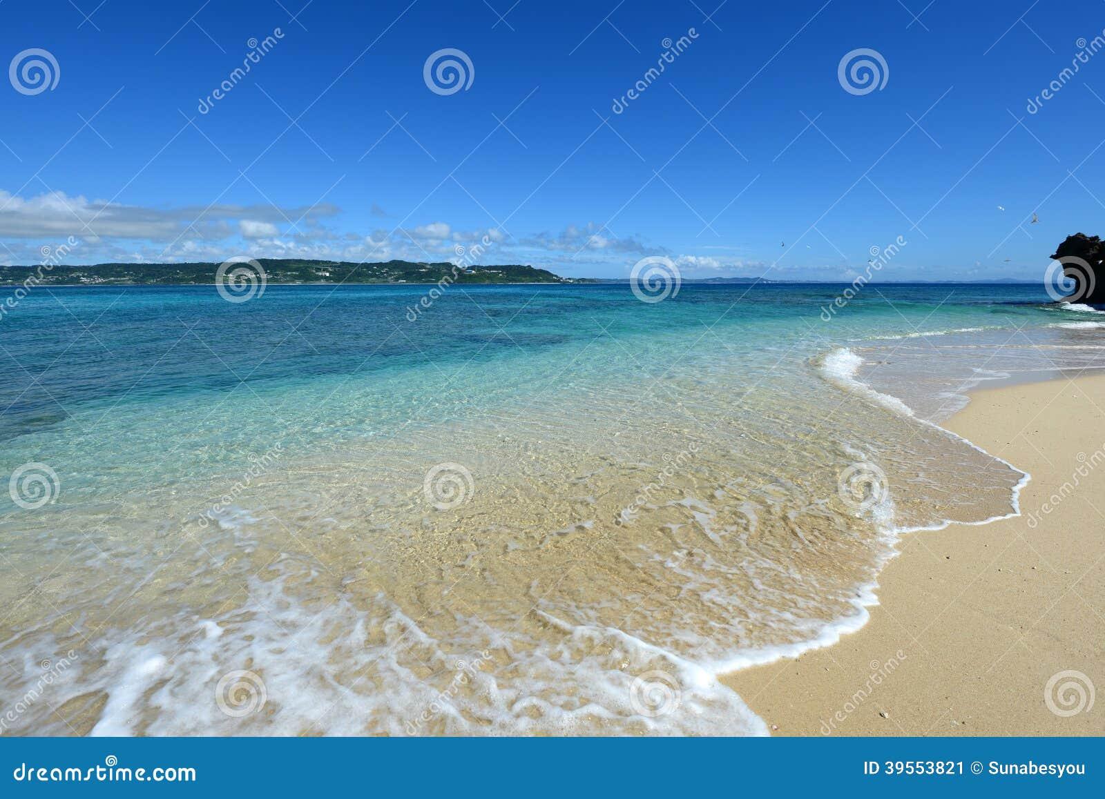 Härlig strand i Okinawa