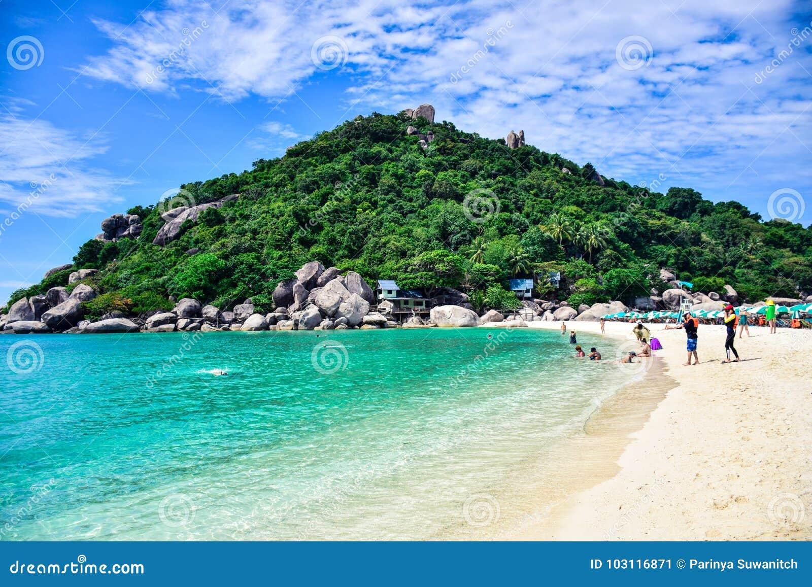 Härlig Thailand strand av den Nang Yuan ön, den populära turist- destinationen nära den Samui ön i golf av Thailand