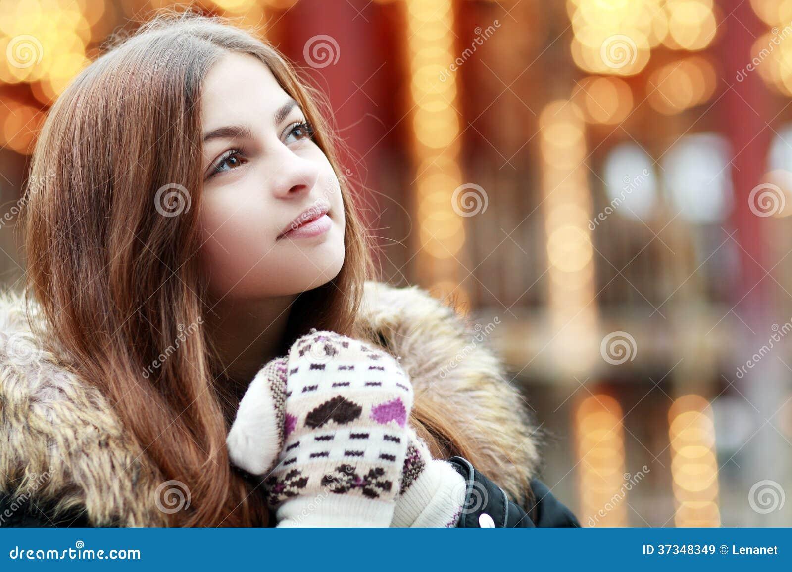 Härlig tonårs- flicka