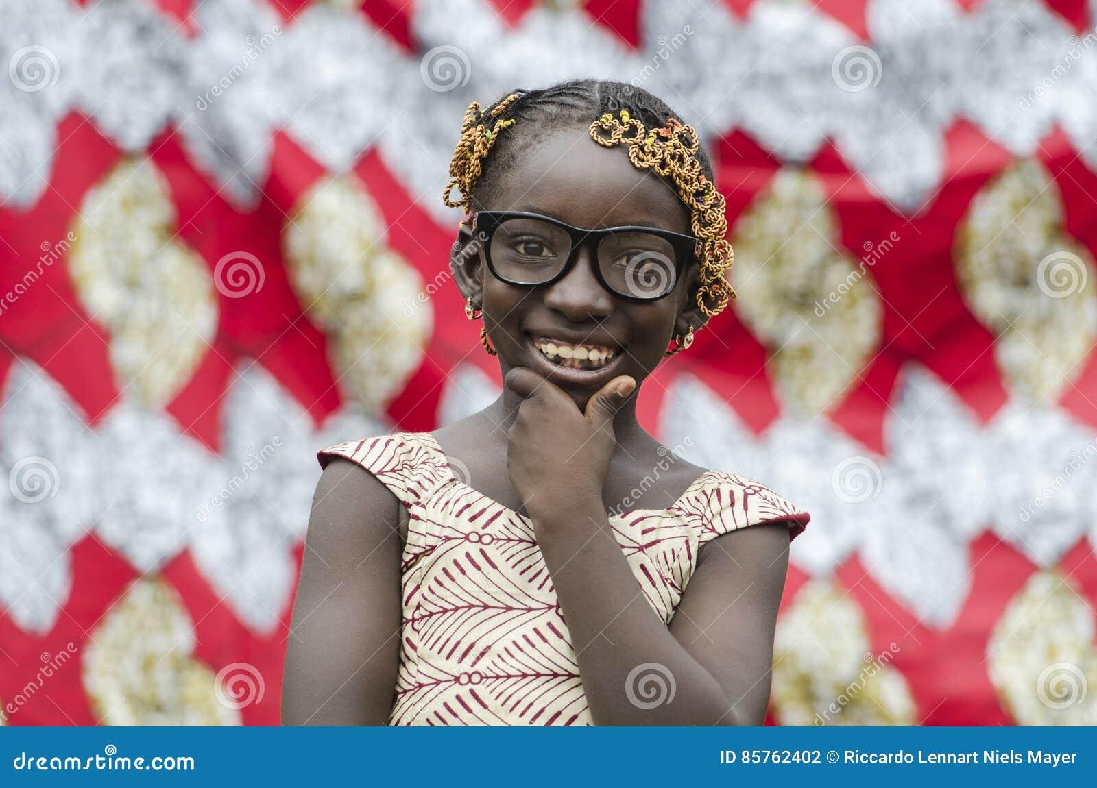 Ung hårig svart flicka