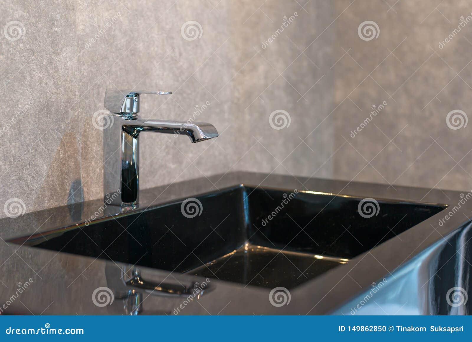 Härlig vattenkran för badruminre