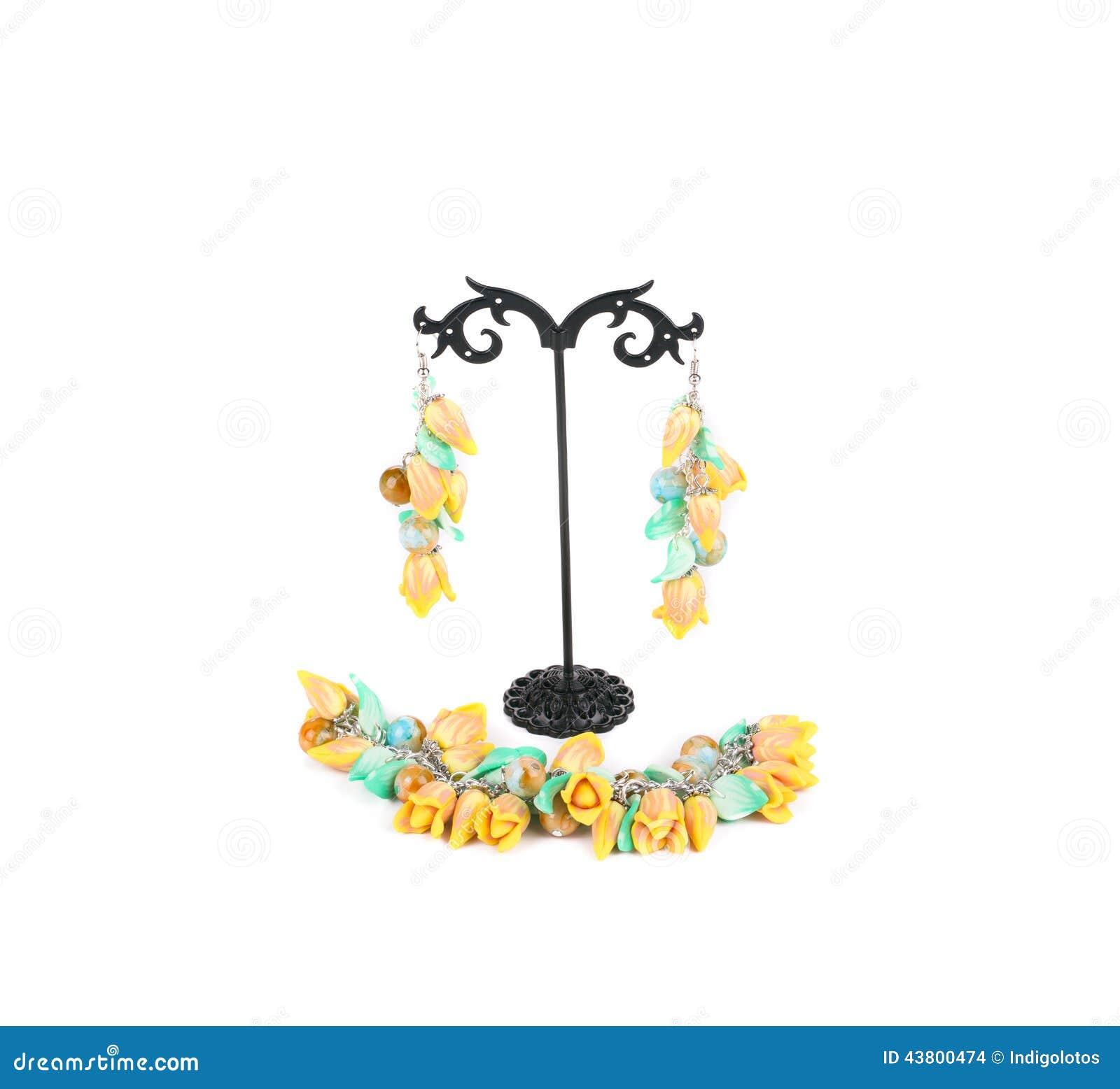 Härliga örhängen och halsband
