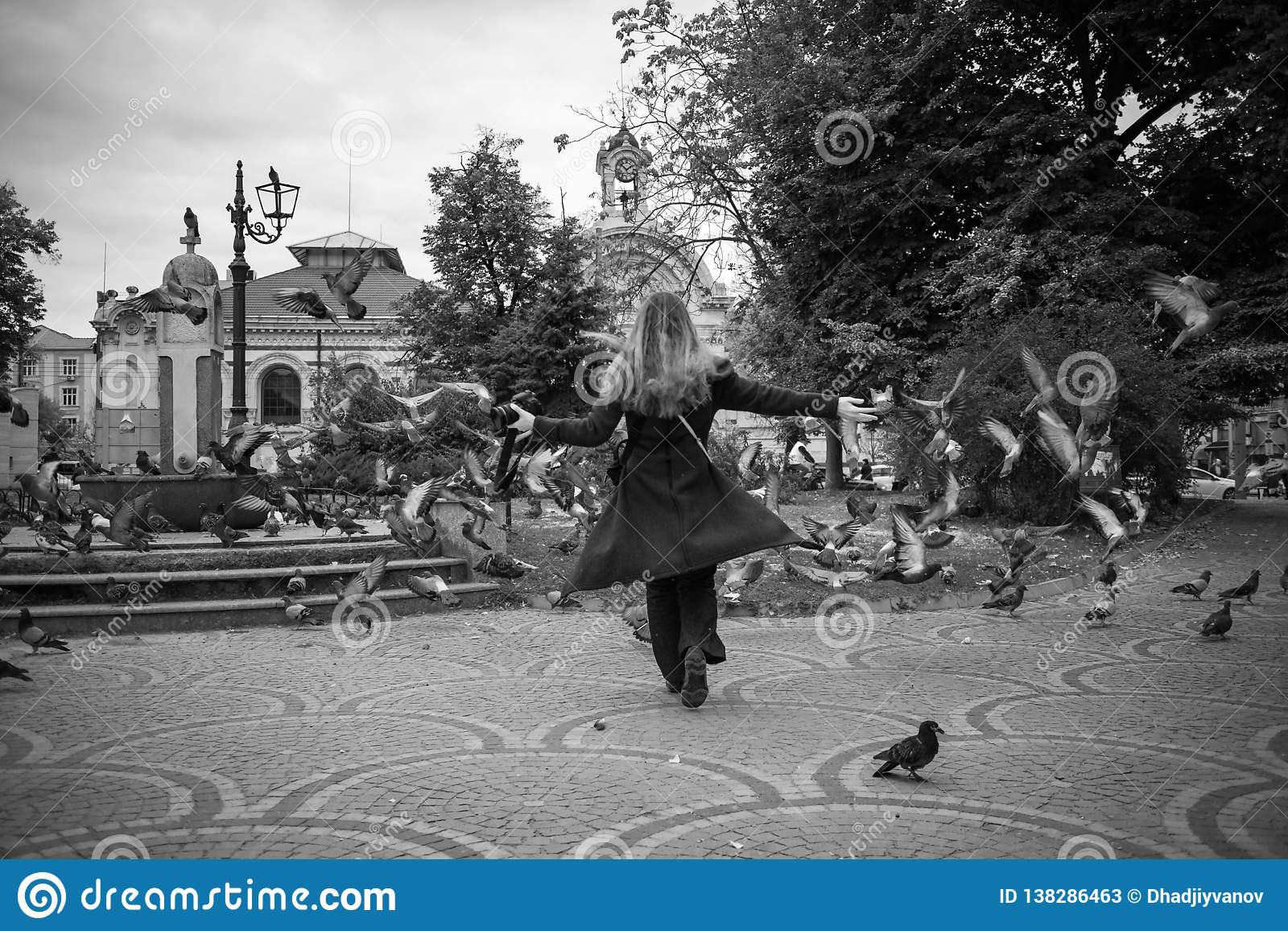 Härliga flickalekar för höst med duvor i Sofia