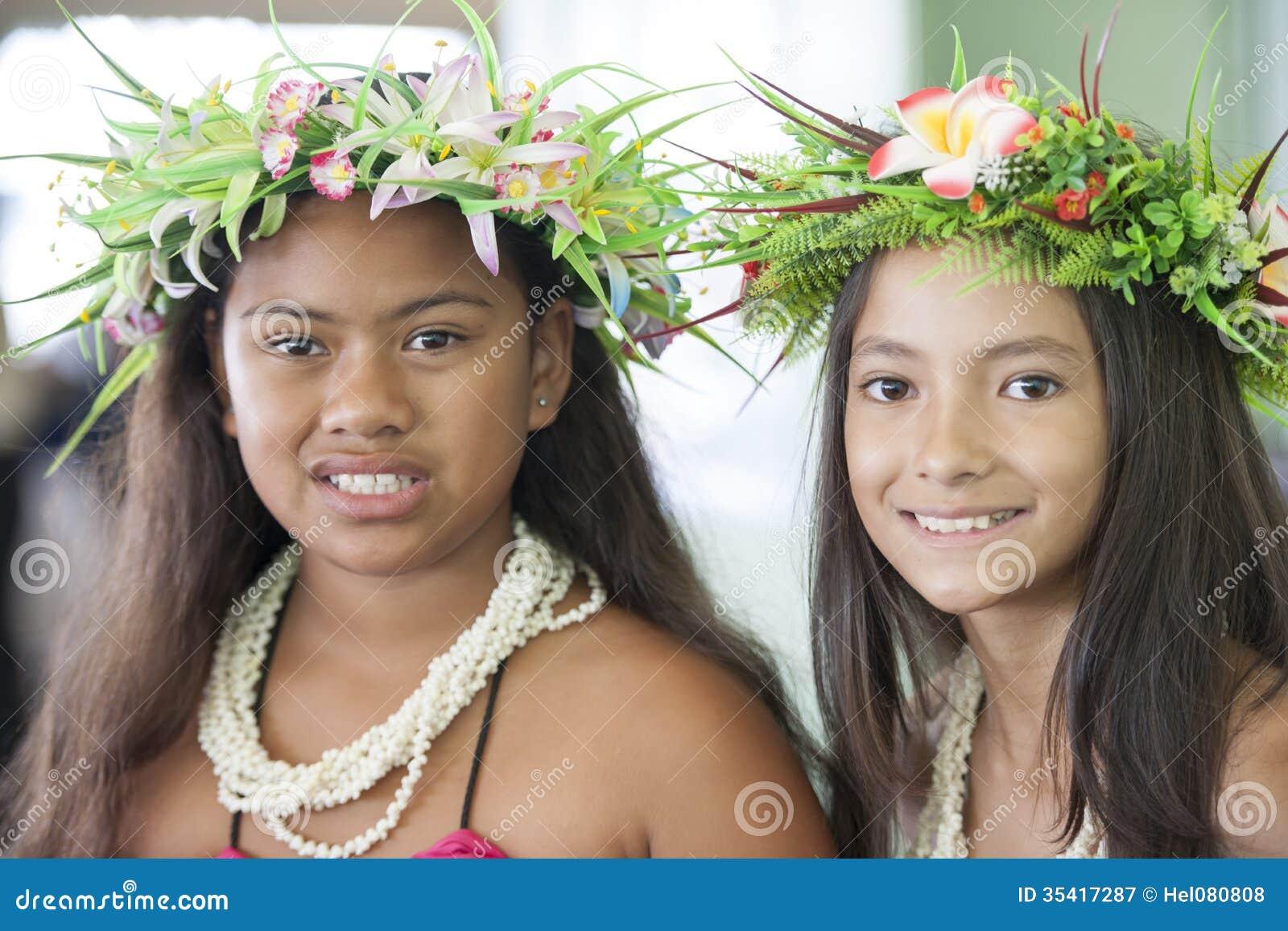 PACIFIC GIRLS.COM av  Härliga flickor av Southet Pacific med hårAcc Redaktionell Arkivbild