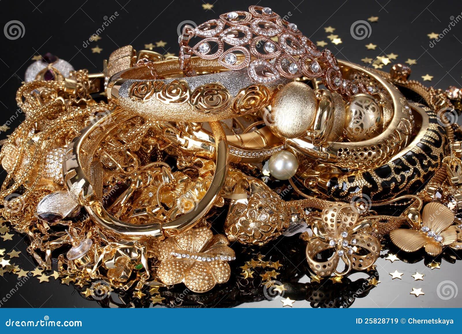 Härliga guld- smycken