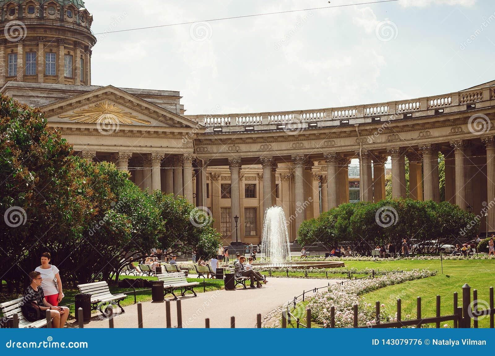 Härliga historiska byggnader av St Petersburg