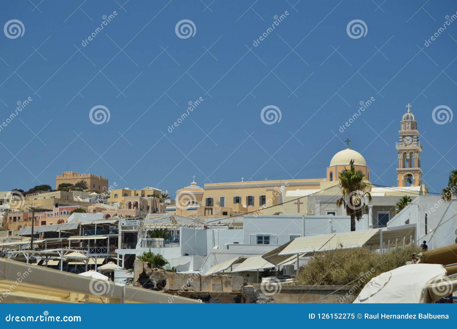 Härliga horisontsikter av den härliga staden av Fira på ön av Santorini Arkitektur landskap, lopp, kryssar omkring J