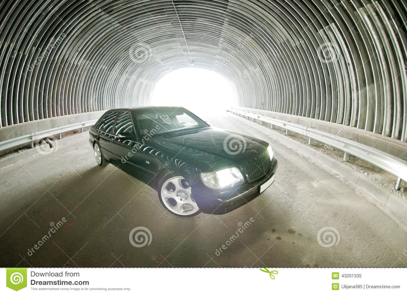 Download Härliga Mercedes På Vägen I En Tunnel Fotografering för Bildbyråer - Bild av får, galler: 43201335