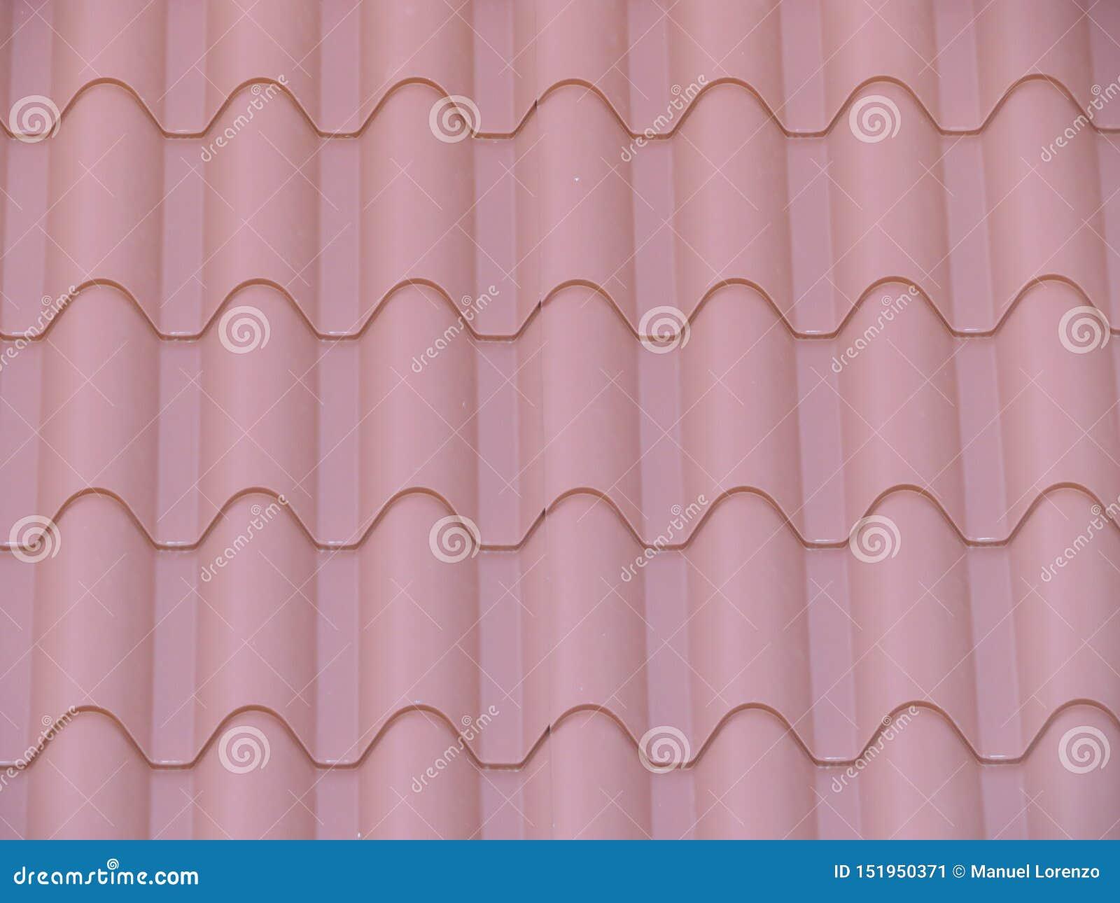 Härliga tegelplattor som täcker huset av regn och förkylning