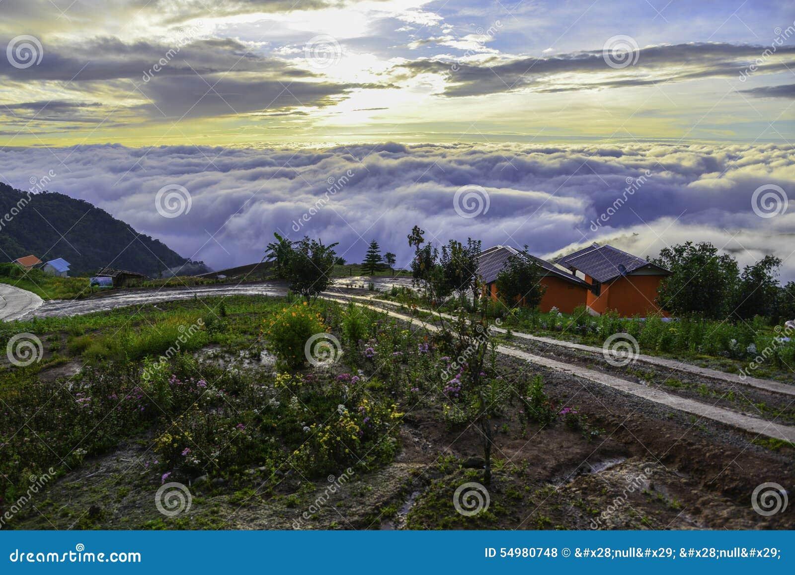 Härligt berglandskap i Phutabberk Phetchabun, Thailand