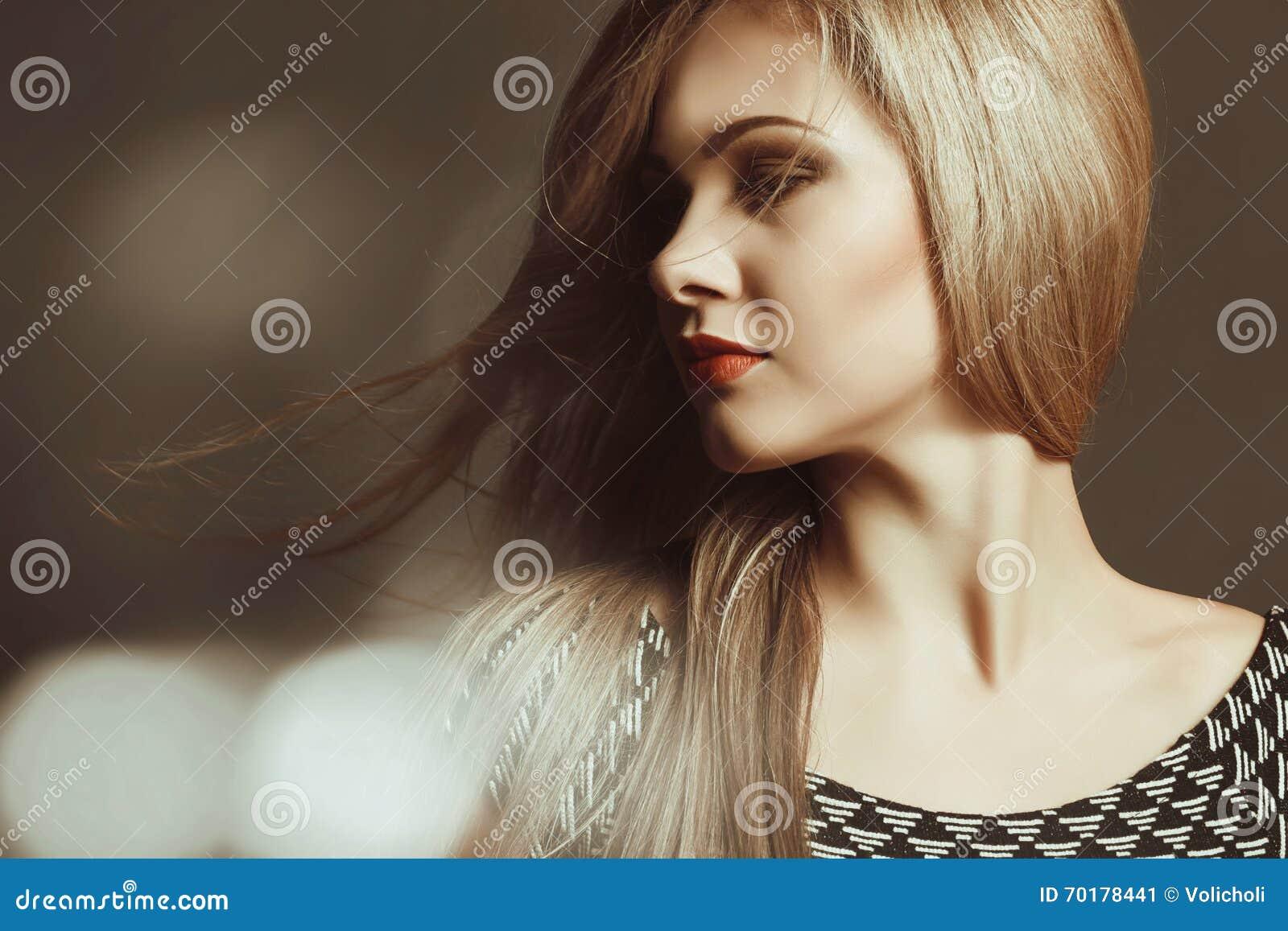 Härligt blont sexigt makeup hår long