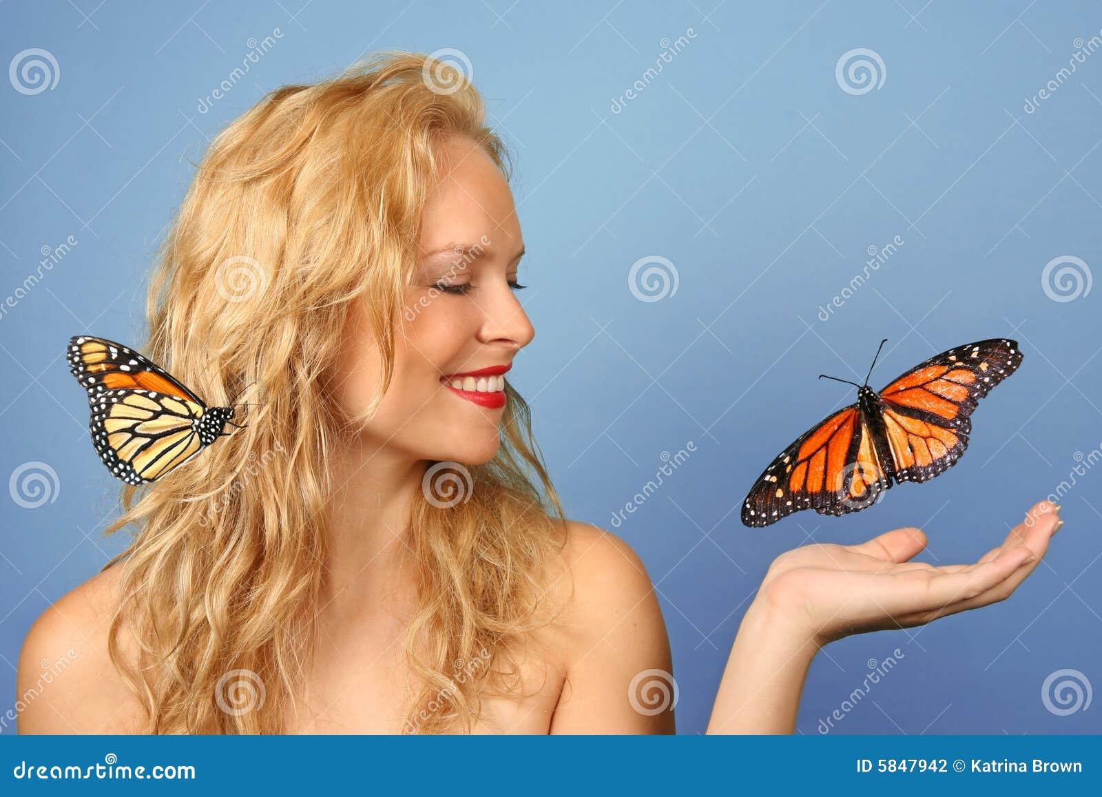 Härligt fjärilsH hand henne kvinnan