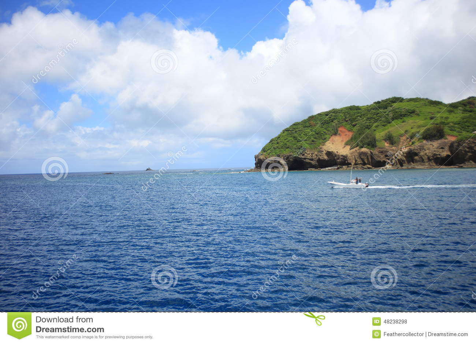Härligt hav av den Chichijima ön