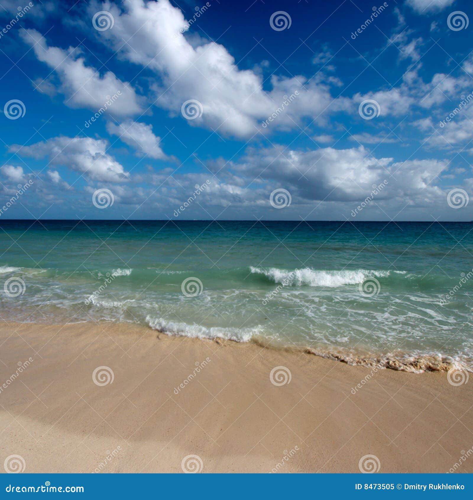 Härligt hav för strand