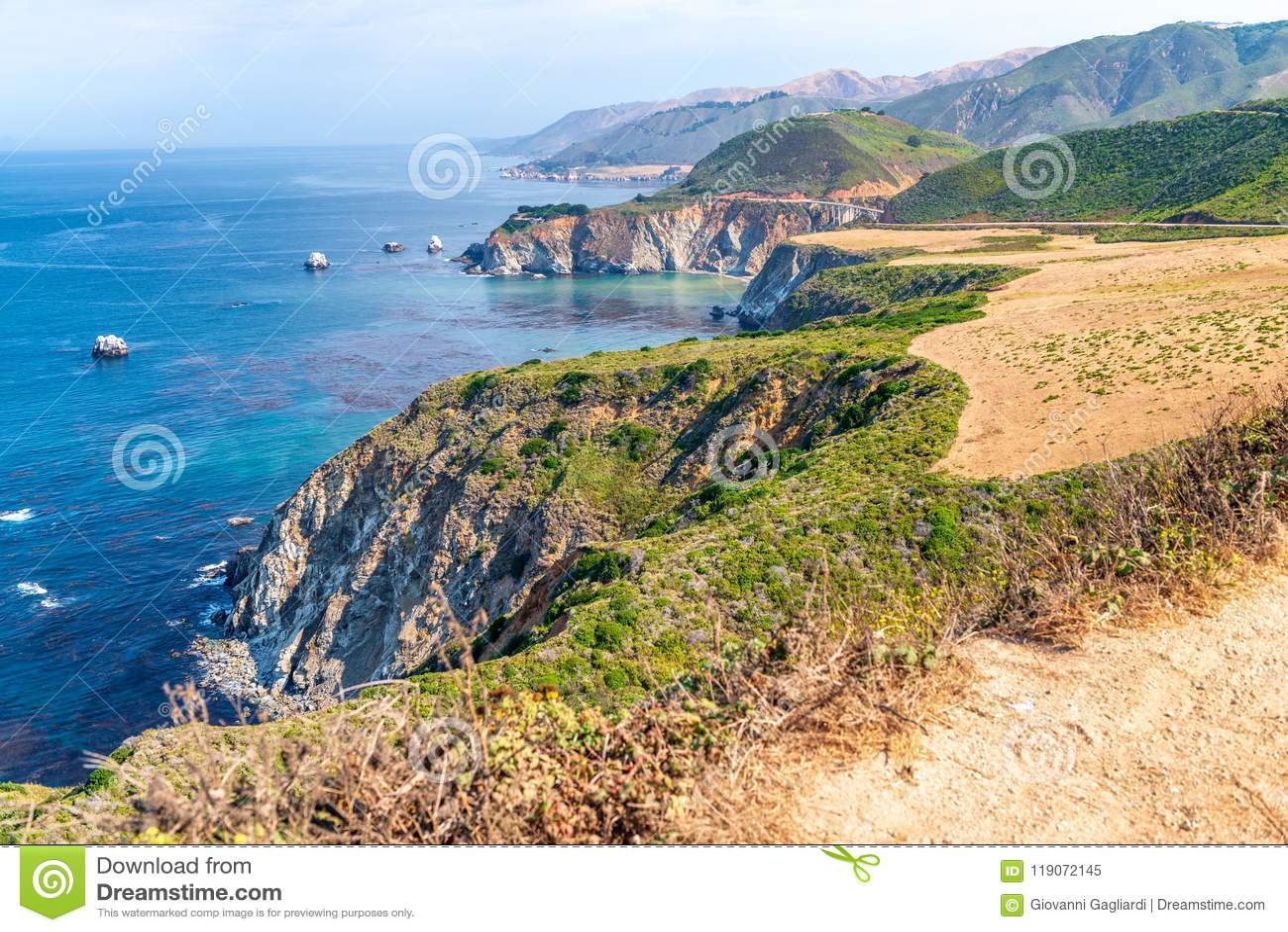 Härligt kustlinjelandskap av stora Sur, Kalifornien i sommar s