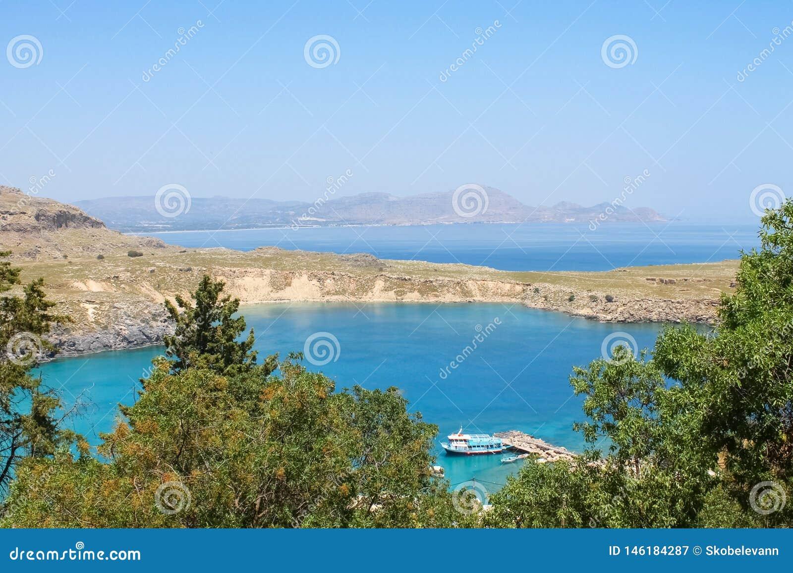 Härligt landskap med det blåa havet