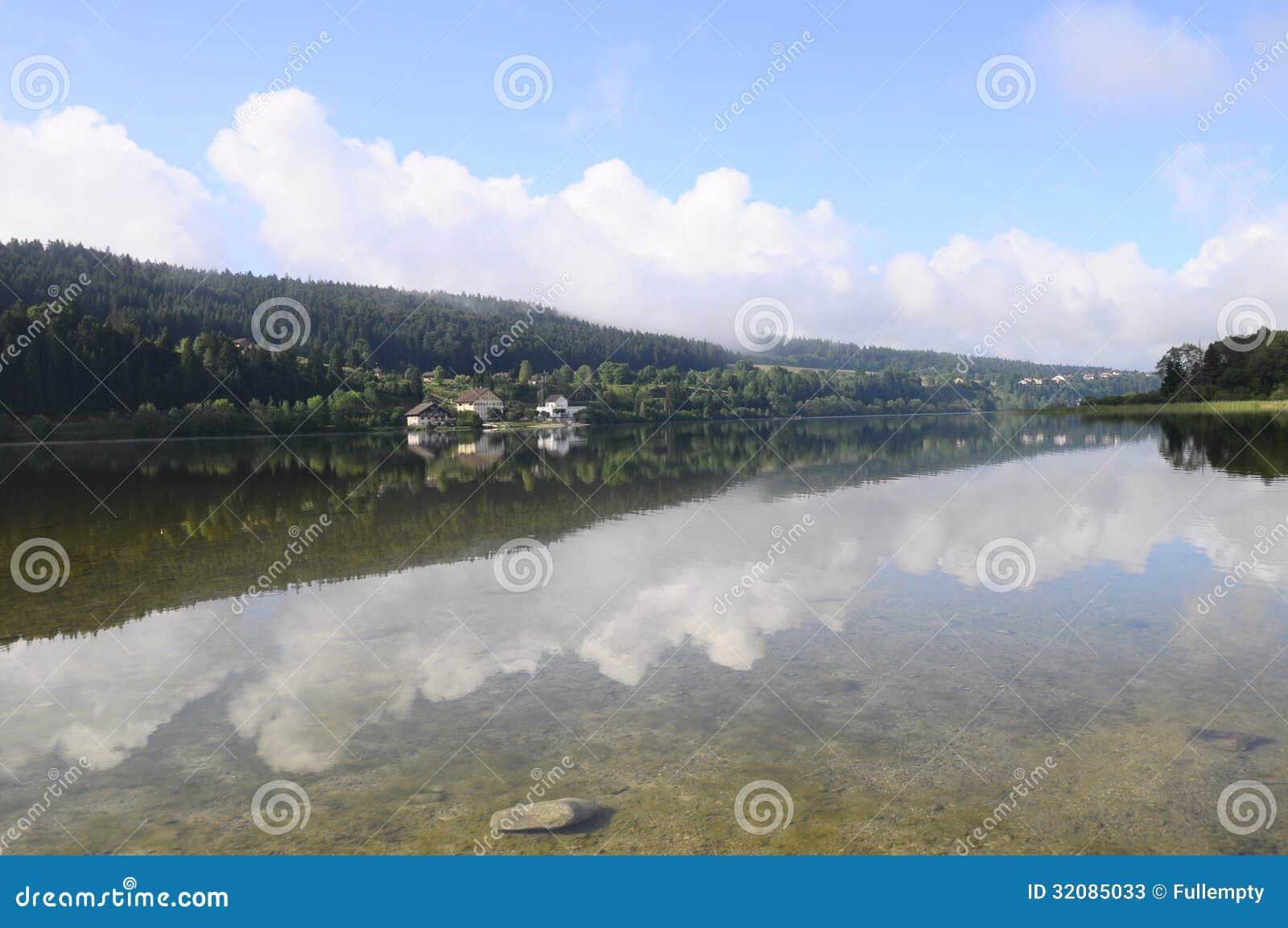 Harligt Naturligt Landskap Av Abbey Lake I Jura Frankrike Fotografering For Bildbyraer Bild Av Harligt Jura 32085033