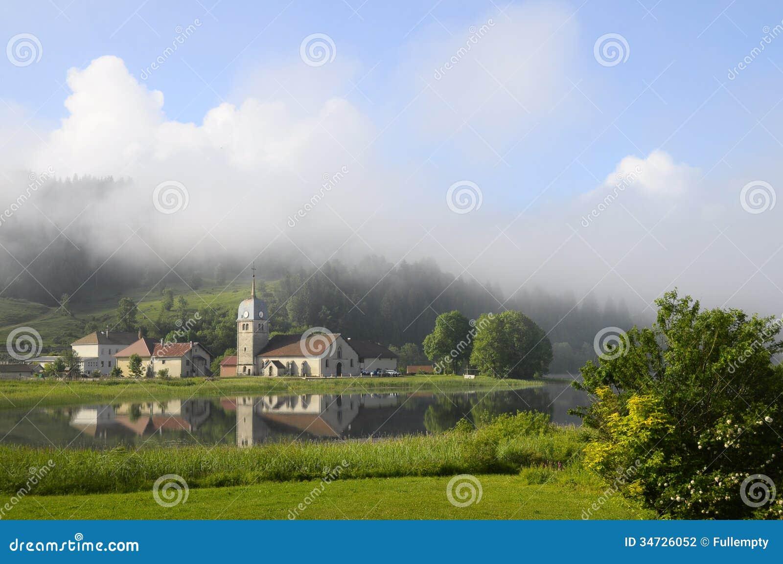 Harligt Naturligt Landskap Av Abbey Lake I Jura Frankrike Arkivfoto Bild Av Naturligt Landskap 34726052