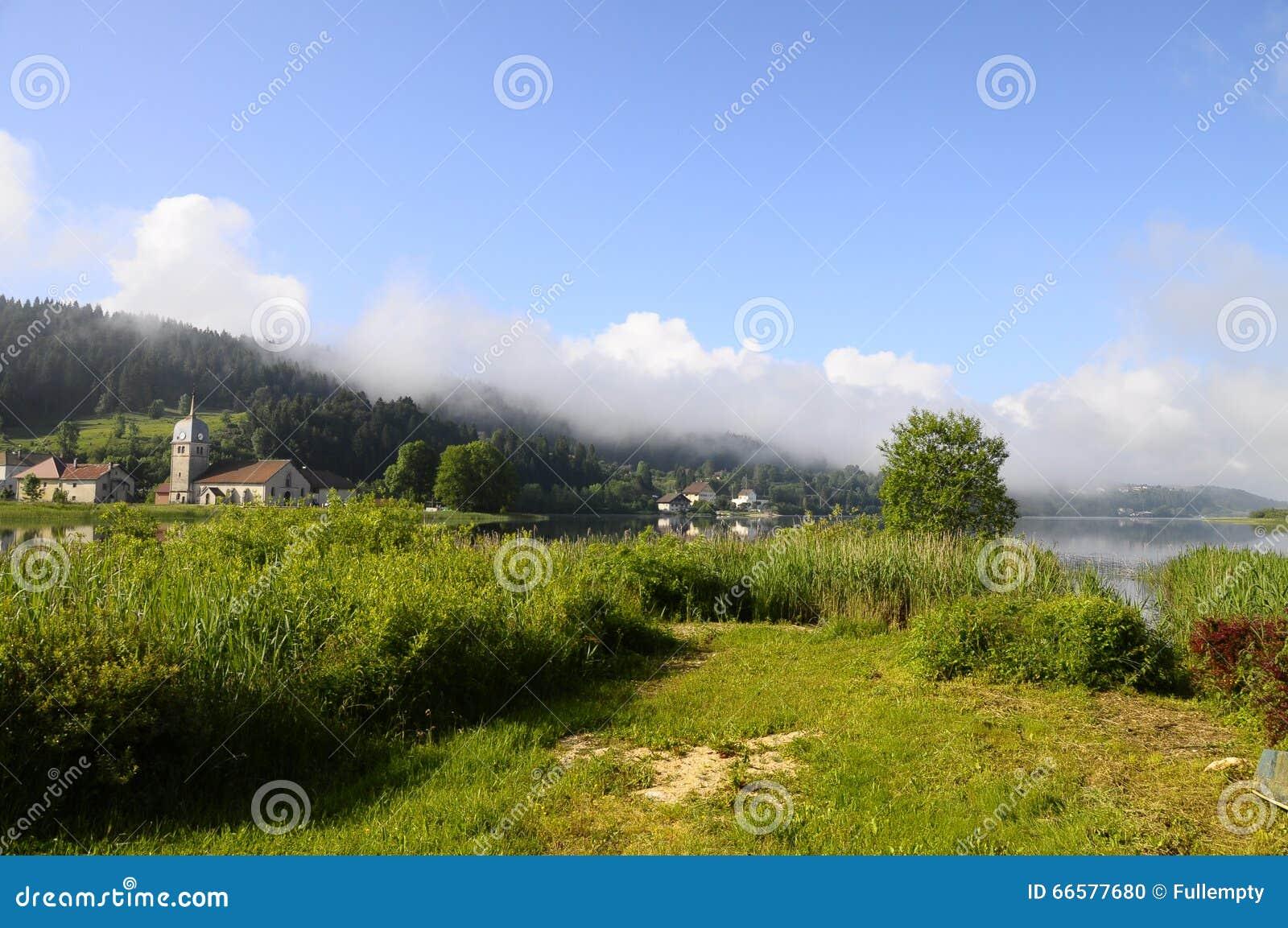 Harligt Naturligt Landskap Av Abbey Lake I Jura Frankrike Arkivfoto Bild Av Frankrike Landskap 66577680