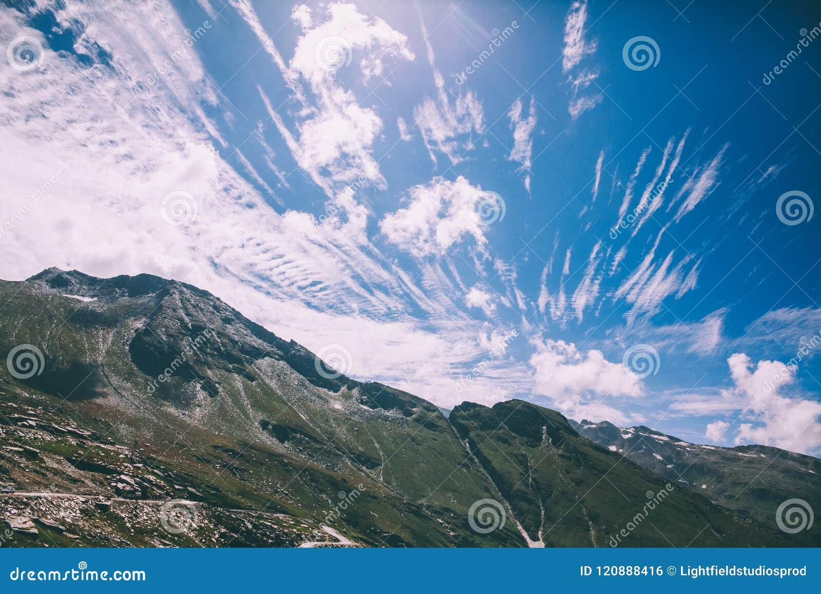Härligt sceniskt berglandskap i indiska Himalayas, Rohtang