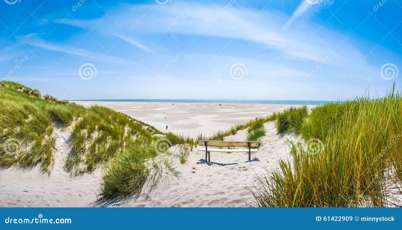 Härligt stillsamt dynlandskap och Long Beach på Nordsjön, Tyskland
