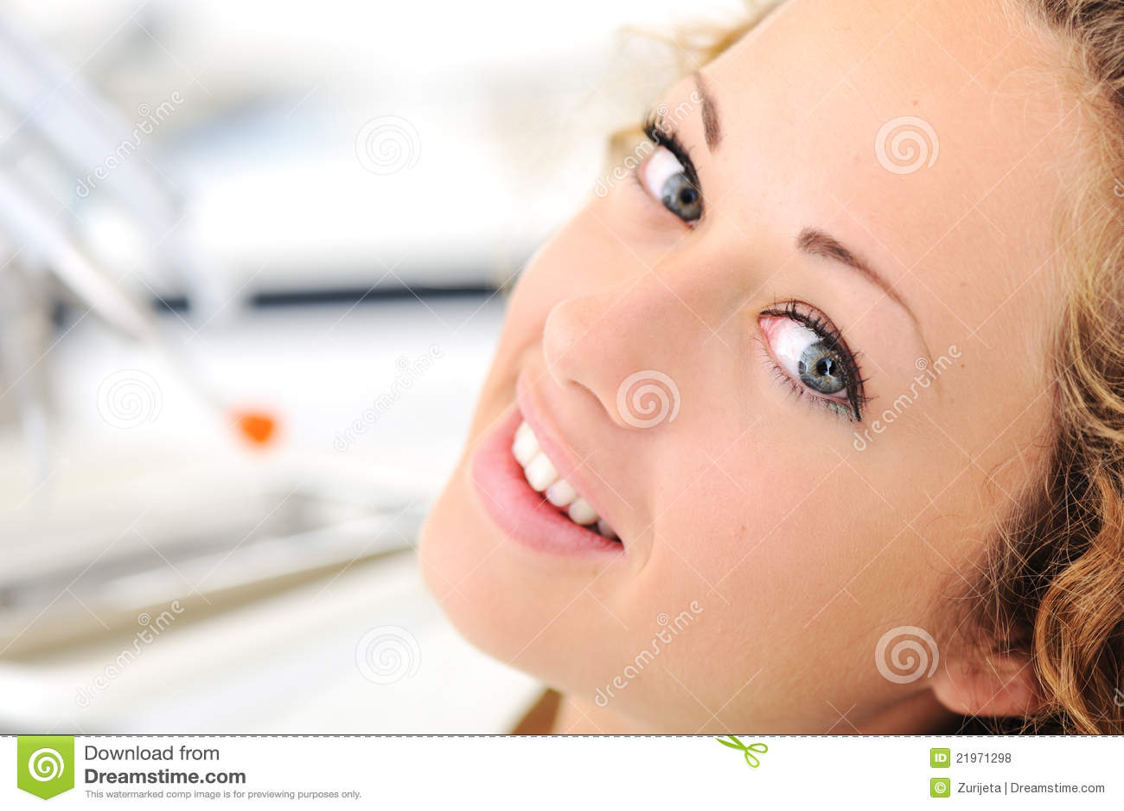 Härligt tandläkarekvinnabarn