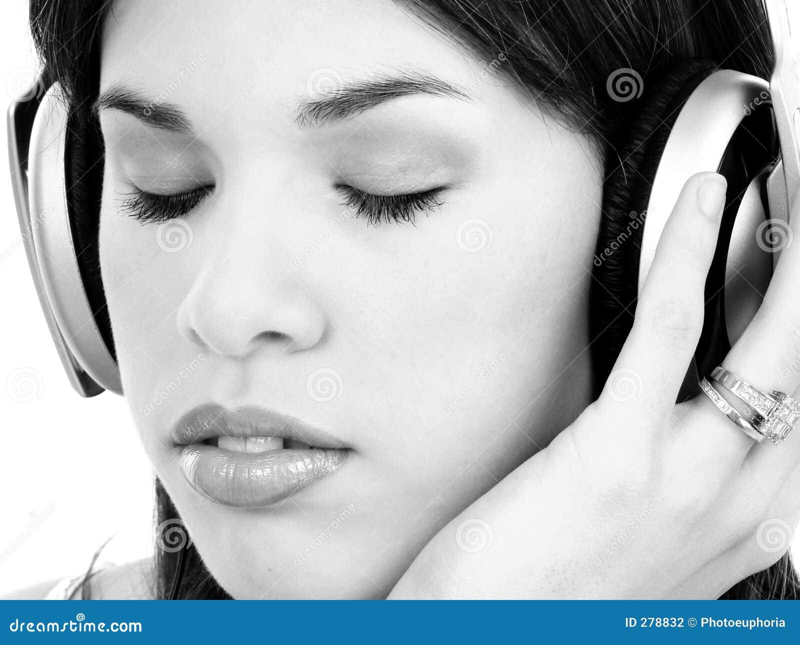 Härligt tyckande om latinamerikanskt musikkvinnabarn
