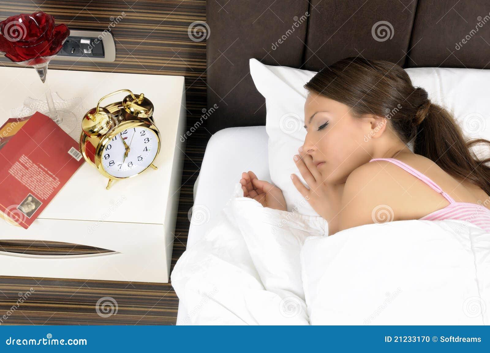 Härligt underlag som sovar peacefully kvinnabarn