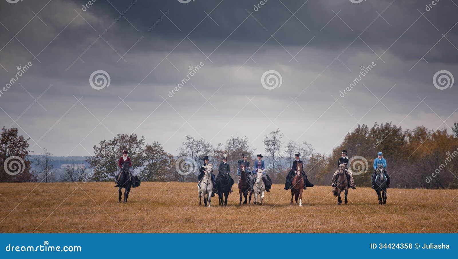 Häst-jakt med damer i ridningvana