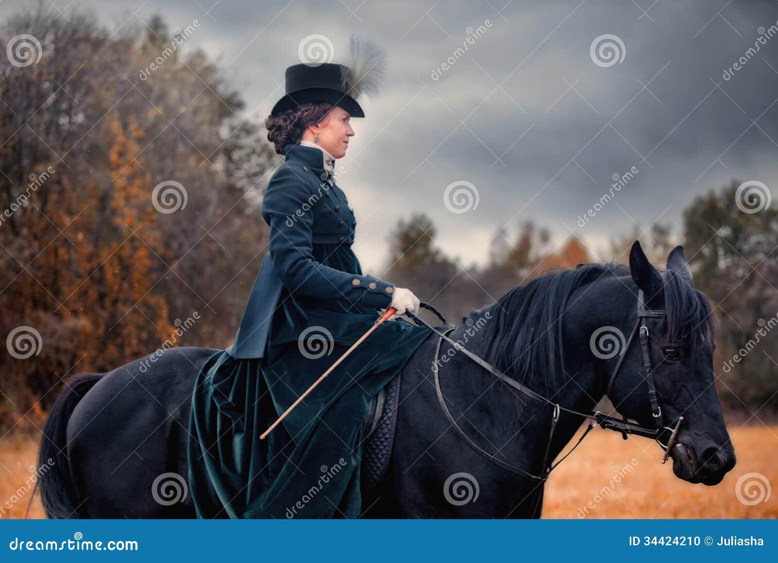 Häst-jakt med damtoalett i ridningvana
