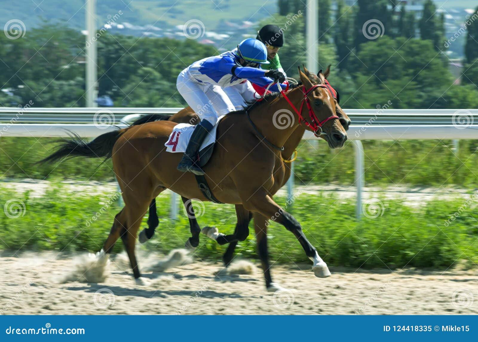 Hästkapplöpning för priset i den hederKazan kapplöpningsbanan i Pyatigo