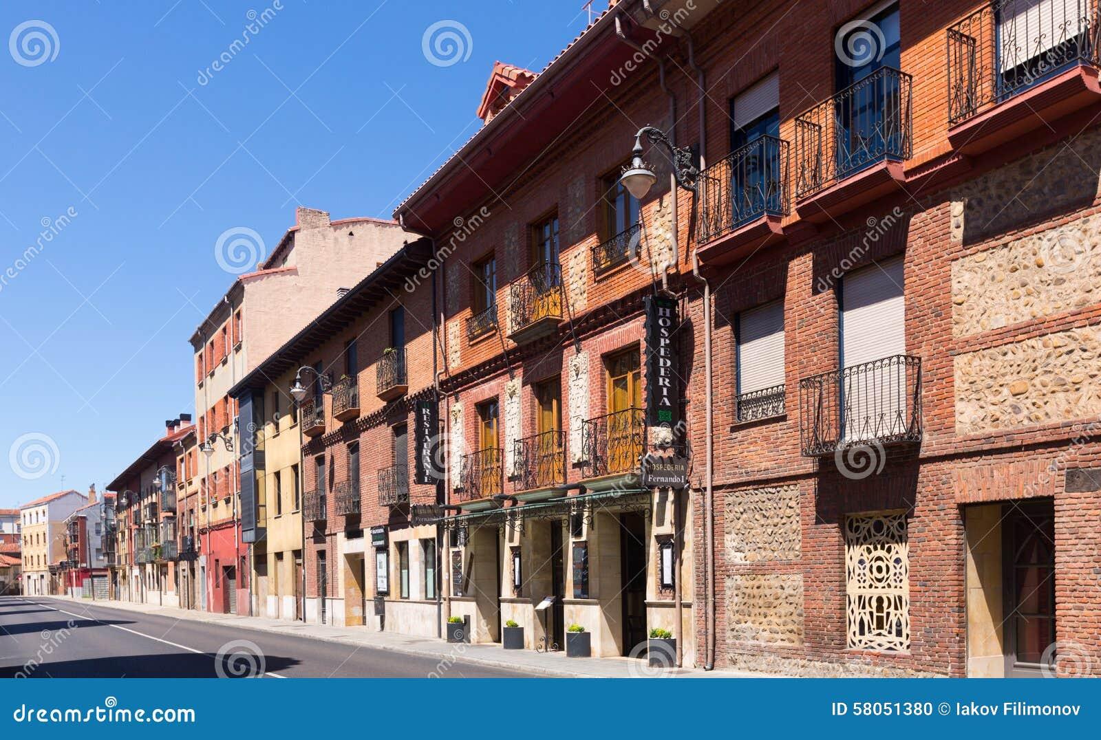 h user auf altem teil von leon spanien redaktionelles bild bild 58051380. Black Bedroom Furniture Sets. Home Design Ideas