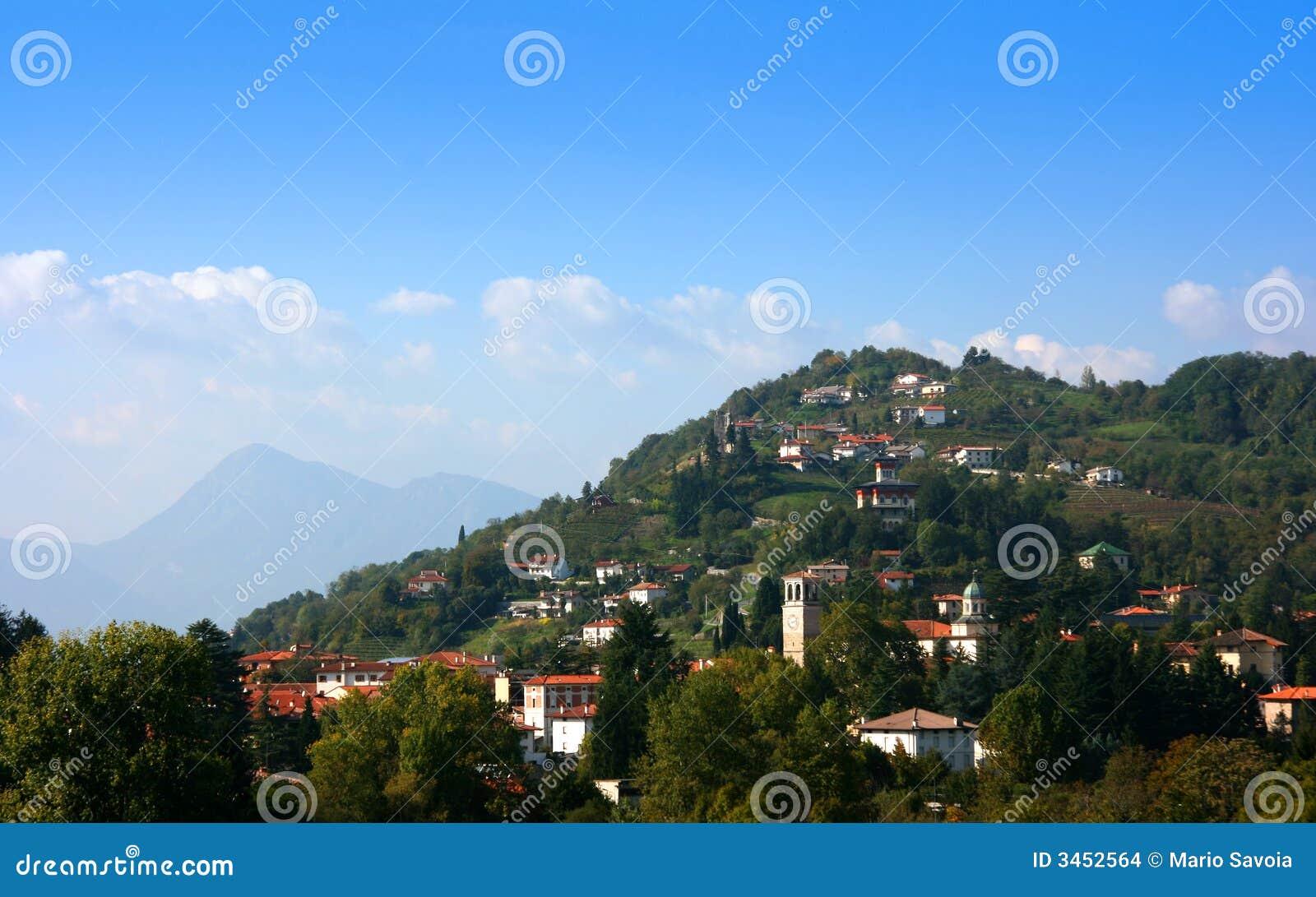 Häuser auf dem Hügel