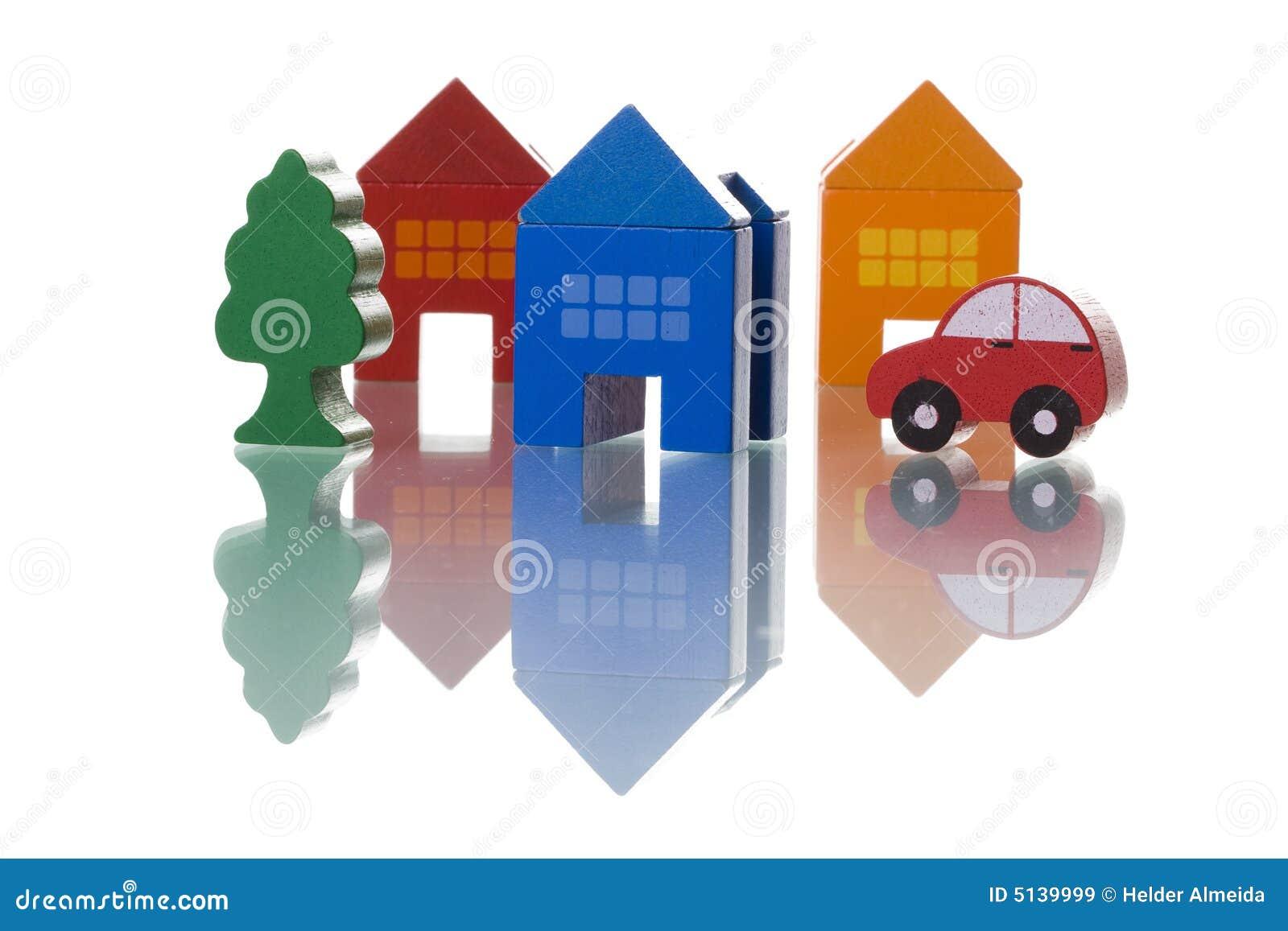 Häuser, Auto und Baum