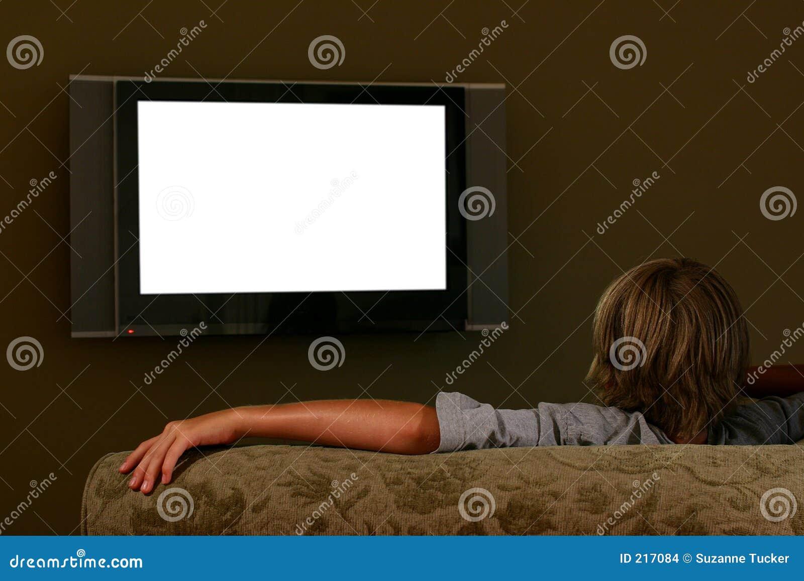 Hålla ögonen på för television för pojkesoffa som sittande är widescreen