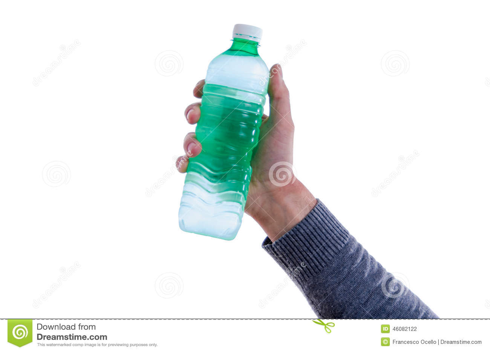 Hållande övre för man en flaska av sötvatten