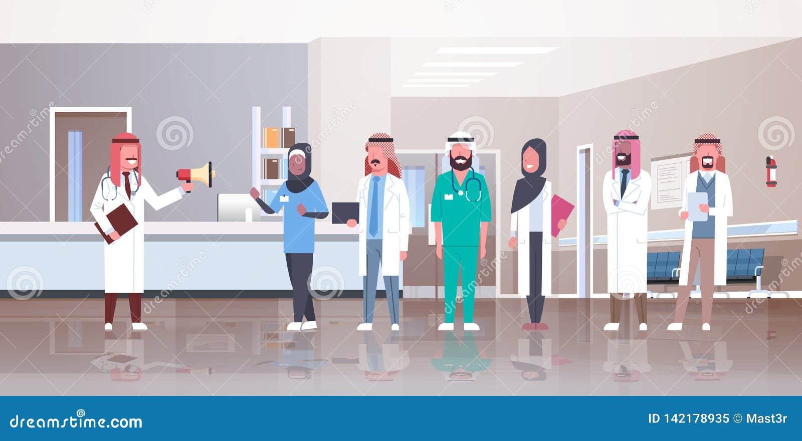Hållande högtalare för arabisk manlig doktor som ropar till och med för doktorslag för megafon arabisk medicin för sjukhus för ko