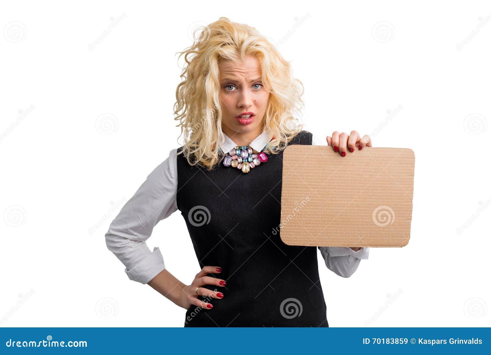 Hållande papp för frustrerad kvinna