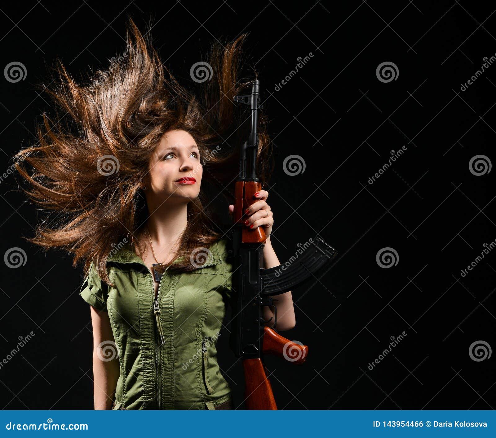 Hållande vapen för kvinna