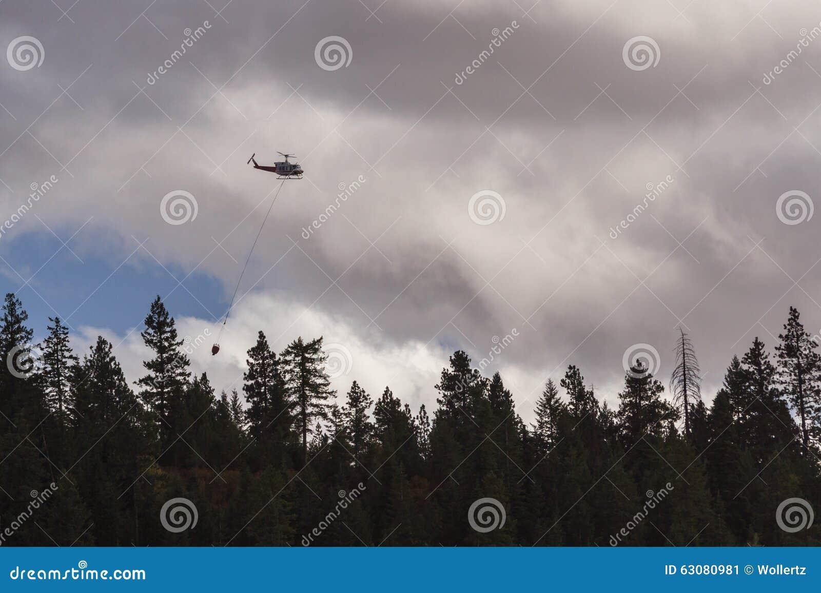 Download Hélicoptère De Lutte Contre L'incendie Photo éditorial - Image du danger, sécheresse: 63080981
