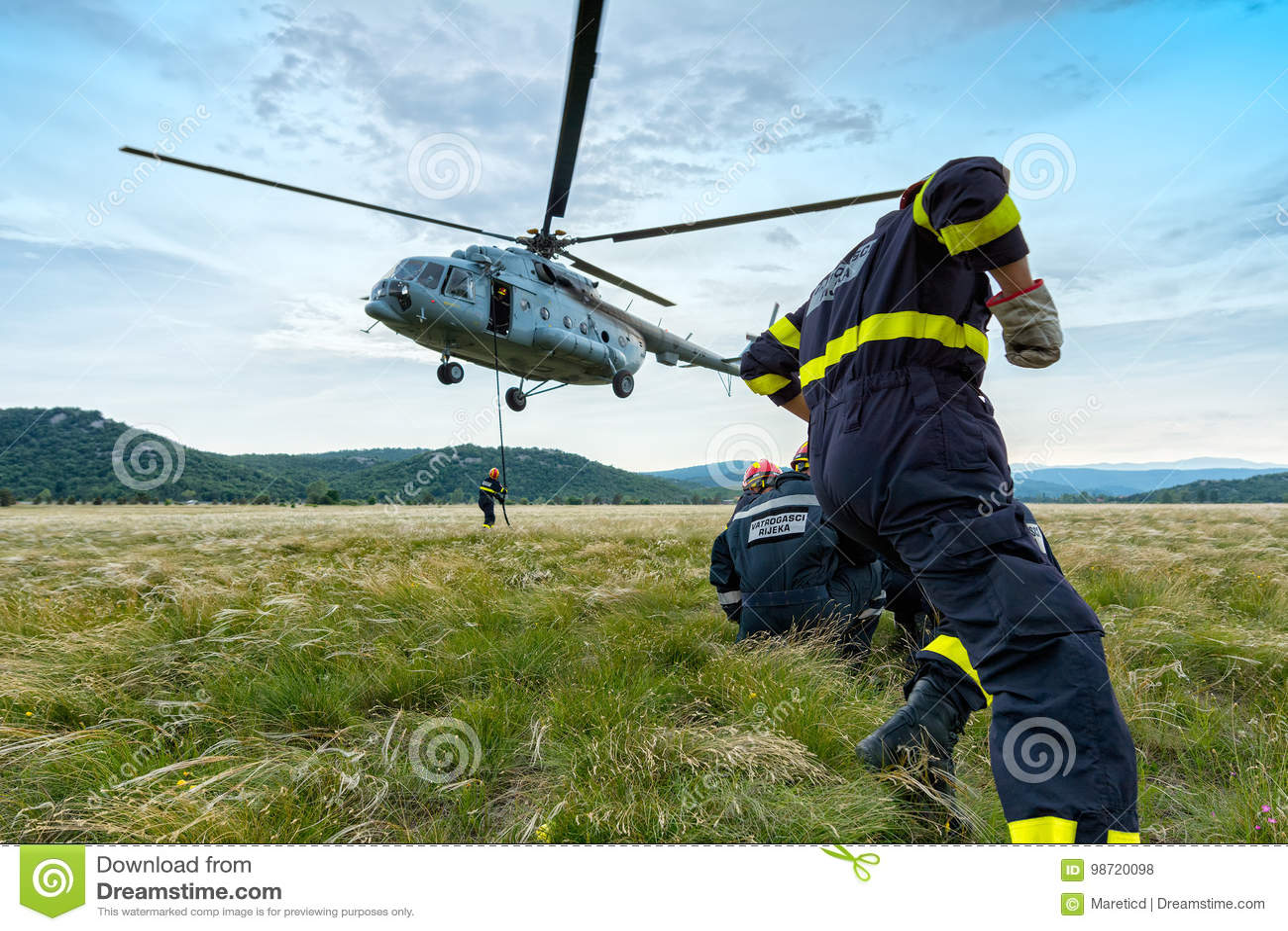 Hélicoptère et sapeurs-pompiers 2